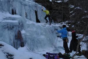 Jon Ola på vei opp Lystfallet på noget tynn førjuls-is.