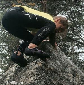 """Vinnerbildet: Ronja klatrer """"Låvedøra"""""""